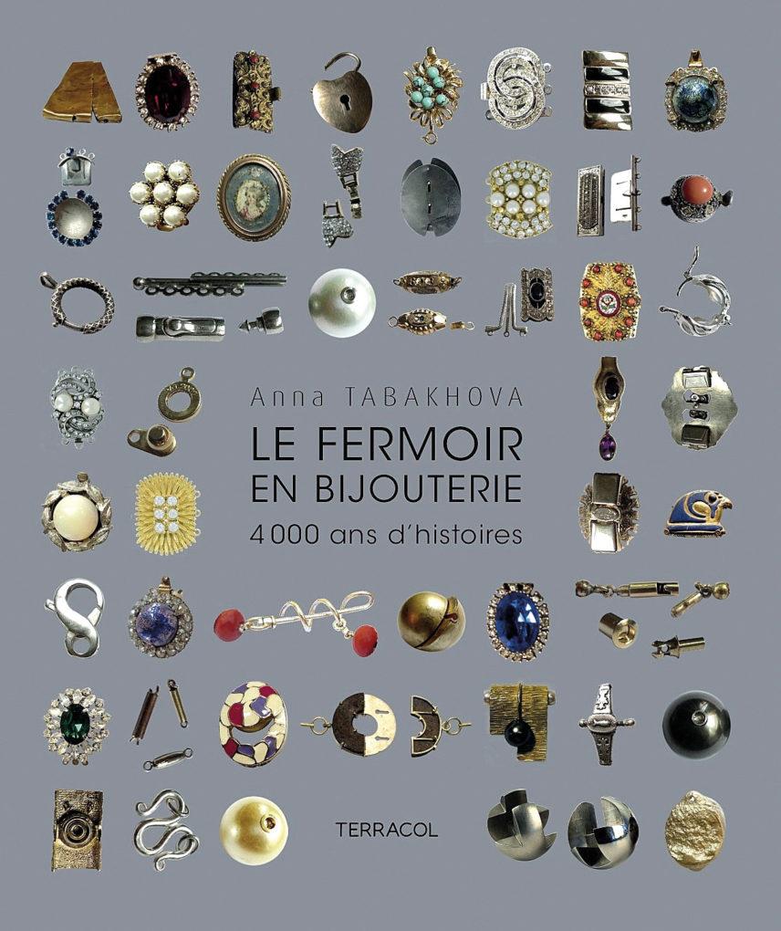 8-17_Jewellery_Lhistoire-du-fermoir_A01-couverture-livre-fermoirs