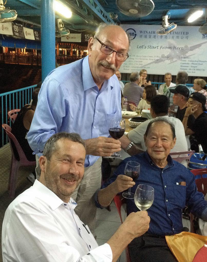 8-17_Stones_Messebericht-Hongkong_Henry