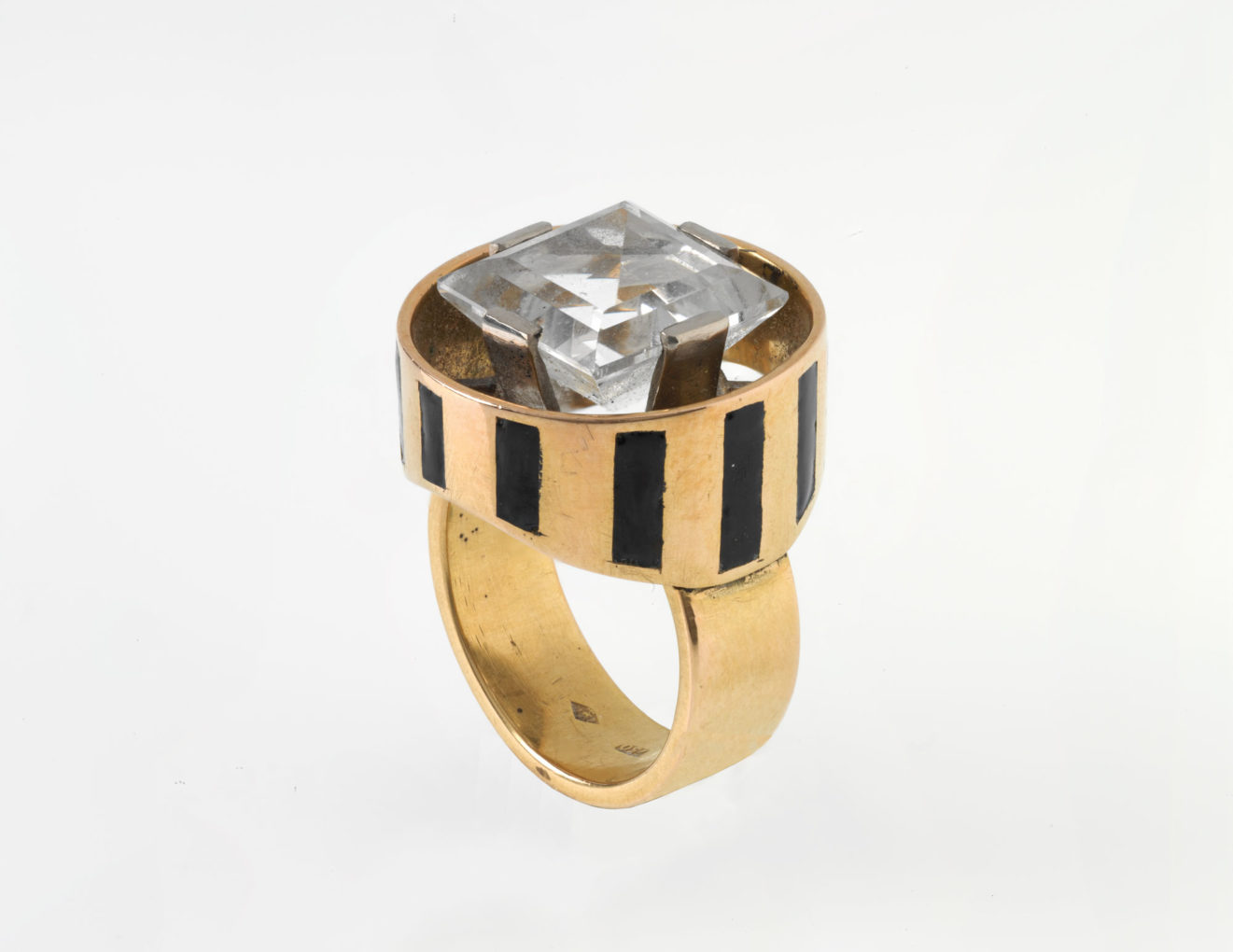 5-17_Jewellery_Landesmuseum_Apotheker-Riggenbach_05-9---SZH-0056_DIG-37998_LM-82577