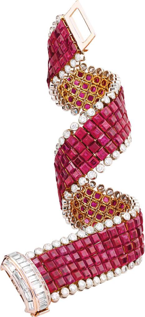 6-17_Jewellery_Focus_Medusa_2_ruban