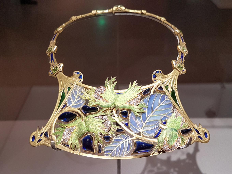 6-17_Jewellery_Focus_Medusa_3_Lalique