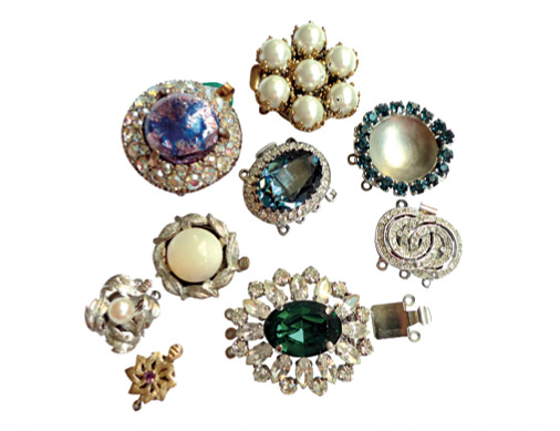 8-17_Jewellery_Lhistoire-du-fermoir_A03-fermoirs-couture