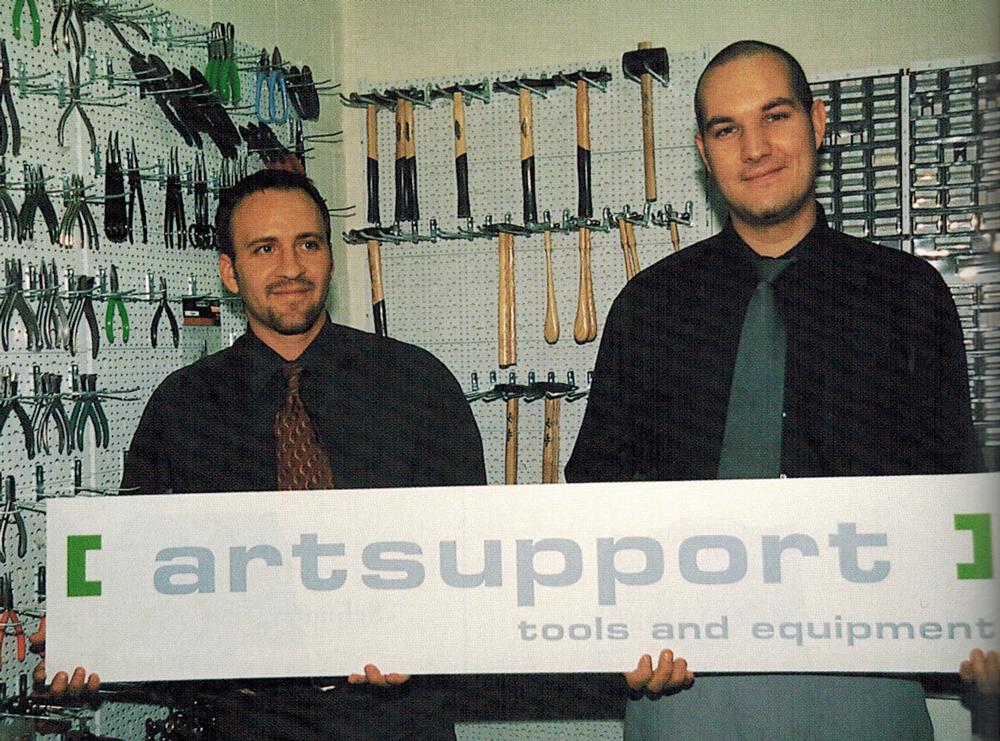 7-19_Coverstory_Artsupport_JL-u-M-im-Jahr-2000